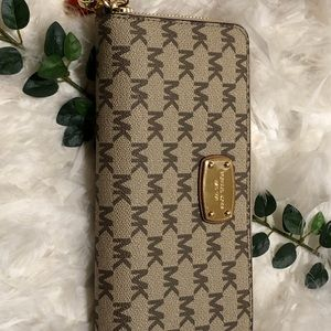 Michael Kors large wallet/wristlet